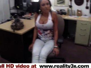 वास्तविक तहलका सेक्स - बड़ा titty लैटिना कुछ नकदी के लिए एक फूहड़ - reality3x.com