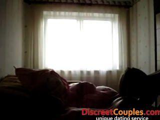 एक होटल में ऊब दंपती के घर का बना फिल्म