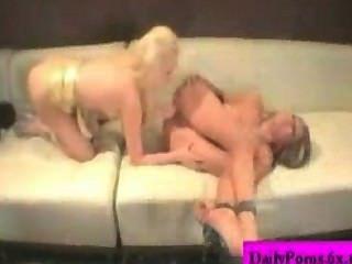 मिया गुलाब और Brea बेनेट दो समलैंगिकों