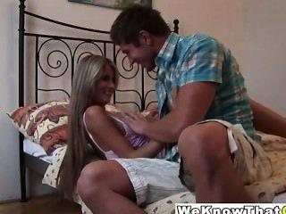 गर्म ब्राजील उसके पतले शरीर सेक्स के लिए तैयार हो जाता है