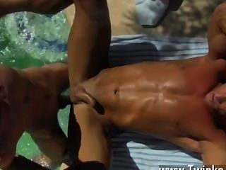 पुरुषों के साथ twink वीडियो उसकी पीठ tanned, पिताजी एलेक्स नीचे टपकता jizz