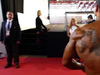 पेशी बैल मंच के पीछे: अर्नोल्ड शौकिया यूरोप 2014