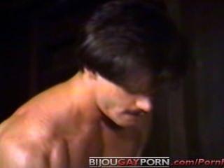 जे.डब्ल्यूराजा सामान क्रिस चमरा से बना हुआ में अपने डिक एक dildo के साथ जलता है और