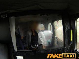 गौण पर FakeTaxi गोरा गर्म महिला टैक्सी ड्राइवर