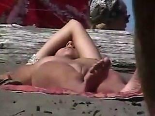 समुद्र तट voyeurs nudists जासूसी