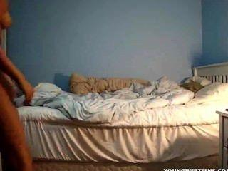 उसके कमरे में undressing प्यारा गोरा किशोरों