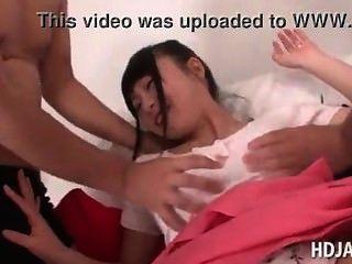 जापानी प्यारा गुड़िया स्तन हो जाता है और योनी japan-adult.com/pornh छेड़ा