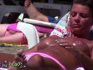 सनबेड tindering पर बड़े नकली स्तन और भारी स्तन में मलाई तेल