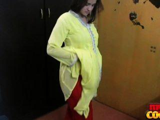 भारतीय बेब सोनिया हस्तमैथुन कराह रही धूप एक blowjob दे