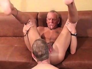 muscledads लेस्बियन