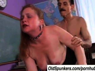 मसालेदार एक गांठदार माँ जो सह के स्वाद को प्यार करता है