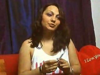 वेब कैमरा लड़की एक बार # 4 में 2 सिगरेट धूम्रपान