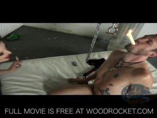 गांठदार बुत लड़की उसे और धूम्रपान करता है spanks