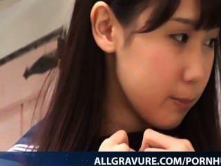मिसाकी Aihara स्वादिष्ट स्कूल लड़की है