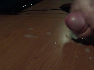 डेस्क पर cumshot