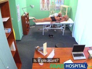 FakeHospital छोटी जगहें सेक्सी रूसी गोरा भव्य नर्स प्यार करने लगते हैं