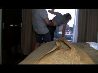 होटल सेक्स!बेब wets खिड़की