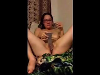 पत्नी dildo के साथ खेल