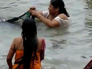भारतीय - गंगा स्नान 2 पकड़ा