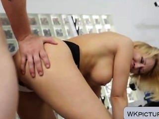 बड़े titted फूहड़ Kagney प्रपात karter जिम में गड़बड़