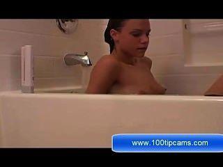 मारिया स्नान पर उसके स्तन पर लाइव शो 100tipcams.com