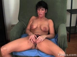 छेदा एमआईएलए Kassandra Masturbating