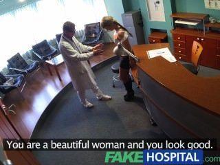 FakeHospital महिला मुर्गा बेकार मेडिकल बिल पर बचाने के लिए