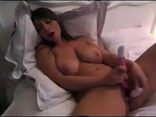 विशाल प्राकृतिक स्तन Dildoing के साथ श्यामला बेब