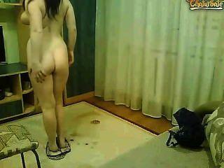 सेक्सी 22 साल की लड़की, सींग बिल्ली और हास्यास्पद नृत्य