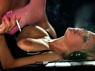 लो लो धूम्रपान सेक्स