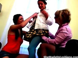 पुराने शिक्षक सिर्फ इन मिठाई किशोर लड़कियों से कुछ दुलार की जरूरत है