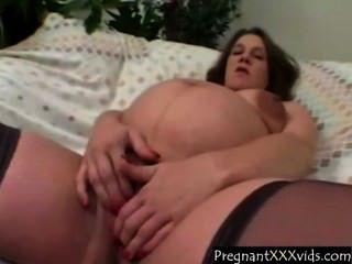 गर्भवती गृहिणी जबकि छूत cums