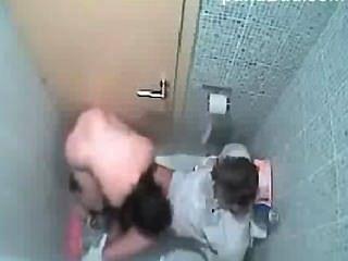 बाथरूम घोटाले में Pinay अनुरक्षण सेक्स