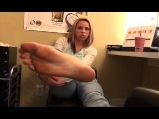 पैर महिला