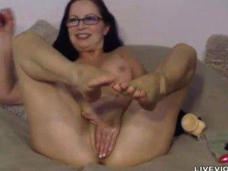 बड़े स्तन के साथ खूबसूरत XXX परिपक्व गोल्डी स्टार