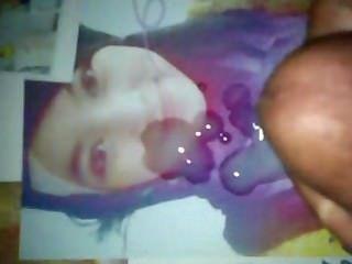 सुंदर हिजाब लड़की को सह श्रद्धांजलि