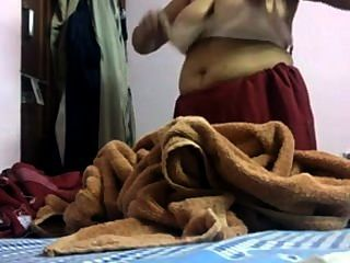 देसी दिल्ली ड्रेस माँ hiddencam बदल रहा है