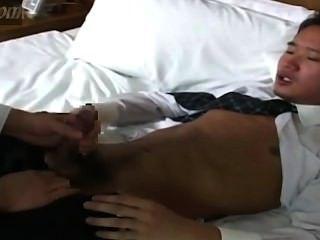 होटल में जापानी व्यापार पुरुषों blowjob