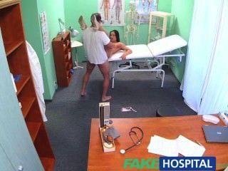 FakeHospital डॉक्टरों मुर्गा और एक वेतन वृद्धि का वादा रोक सेक्सी नर्स