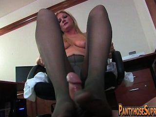 मालकिन pantyhose footjob