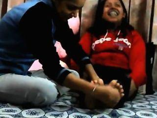 भारतीय पैर गुदगुदाहट - Niki