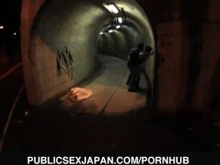 युका Kurihara कुत्ते सुरंग में गड़बड़ है