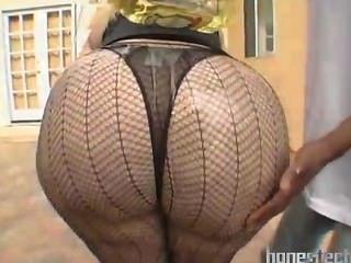 बड़े पैमाने पर वसा बट परिपक्व बीबीडब्ल्यू में सेक्सी मोज़ा आउटडोर