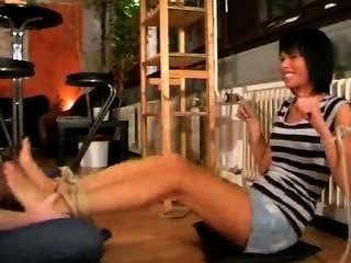नीना मोजे और सूँघने पैर