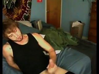 मैं काले रंग की शर्ट हाथ में cums हूं
