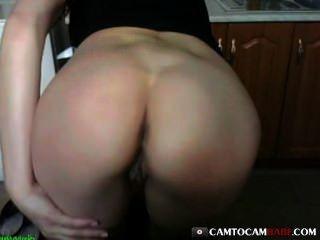 बड़े बट लड़की fucks वेब कैमरा खिलौना