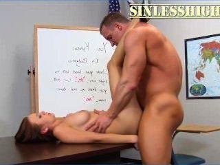 muscled शिक्षक छोटा छात्रा fucks