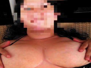 पत्नी उसके स्तन की मालिश