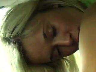 कार में किशोर Masturbating