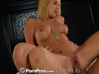 HD - PornPros गोरा किशोरों टकर स्टार स्ट्रिप्स पाला है और गड़बड़ करने के लिए